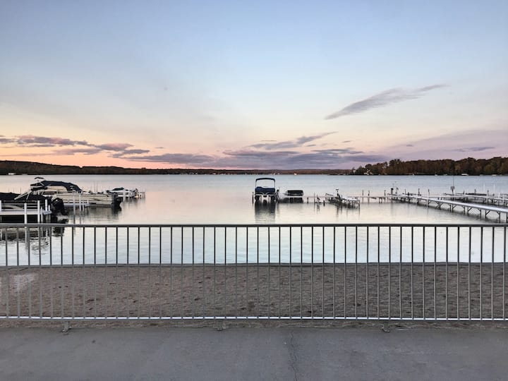 Cozy Lake Front Condo Petoskey/Harbor Spring