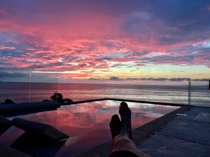 Beachfront Romantic Zone: 4 Abrazos (Entire House)
