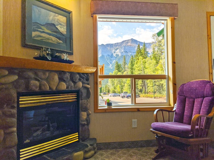 ☆ Mountain View townhouse by Banff National Park ☆