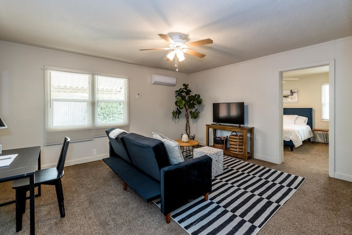 Cozy 2 bedroom home close to Fresno Airport