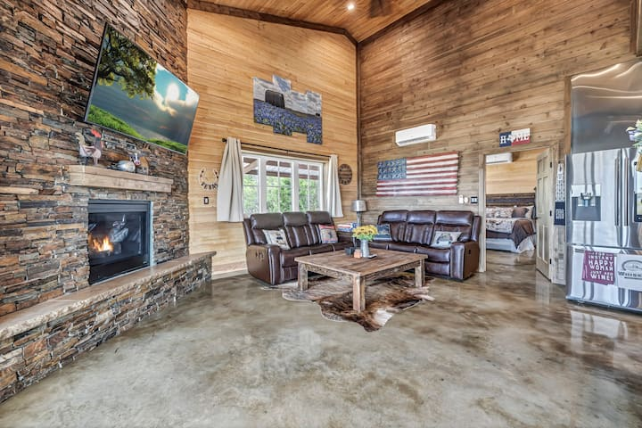 Country condo just 15 mins. from heart of Austin!