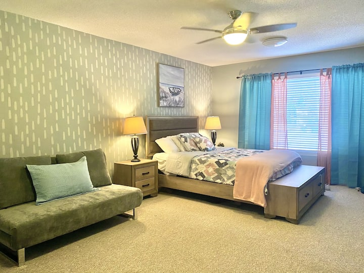 Newly Remodeled Suite | Beachfront |Boat Docks