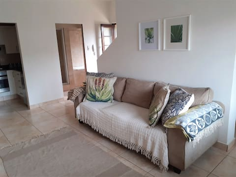 COSY 1 BED APARTMENT- 5 MIN FROM BEACH