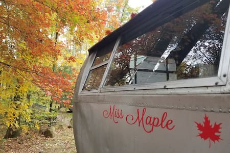 Vintage Americana style camping - 1950 Spartanette