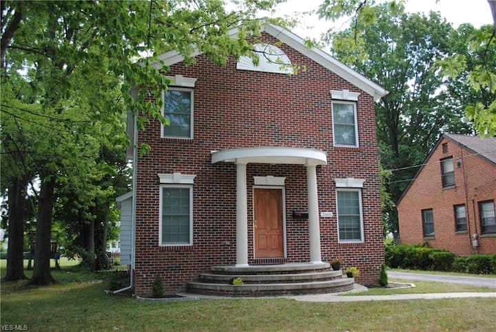 Excellent location with private entrance!