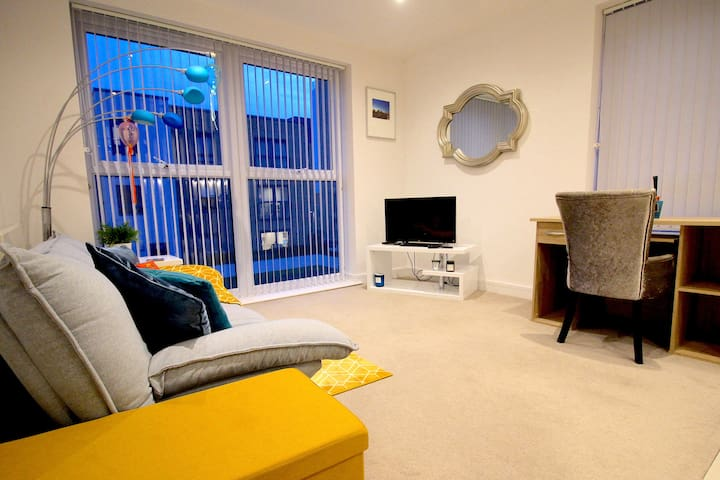 Stunning & Stylish Serviced Apartment | Sleeps 4