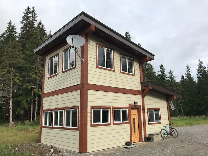 Private pet friendly Chalet in Old Growth Forest