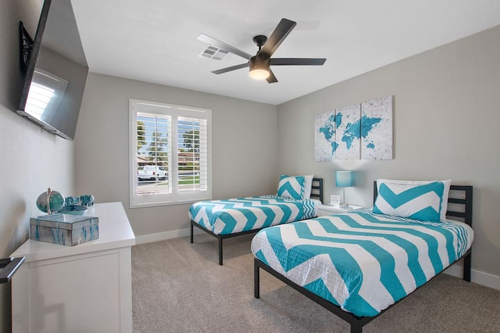 """Twin Room #1 at The Turquoise House  """"West"""""""
