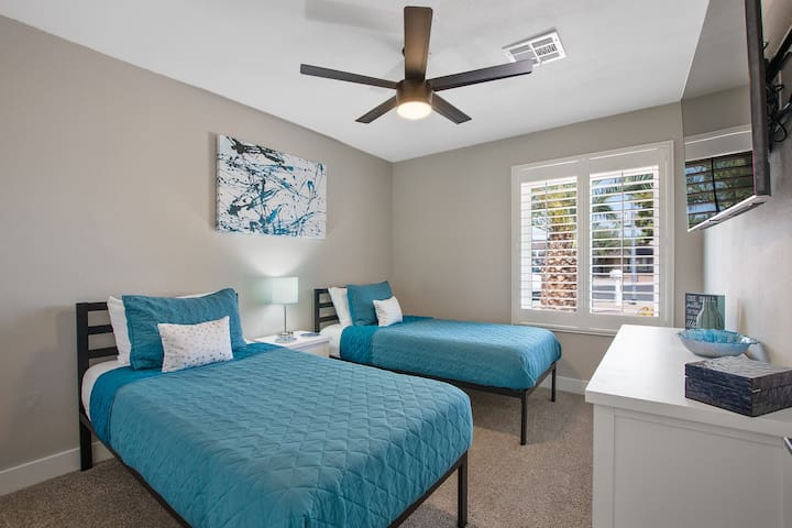 """Twin Room #2 at The Turquoise House  """"West"""""""