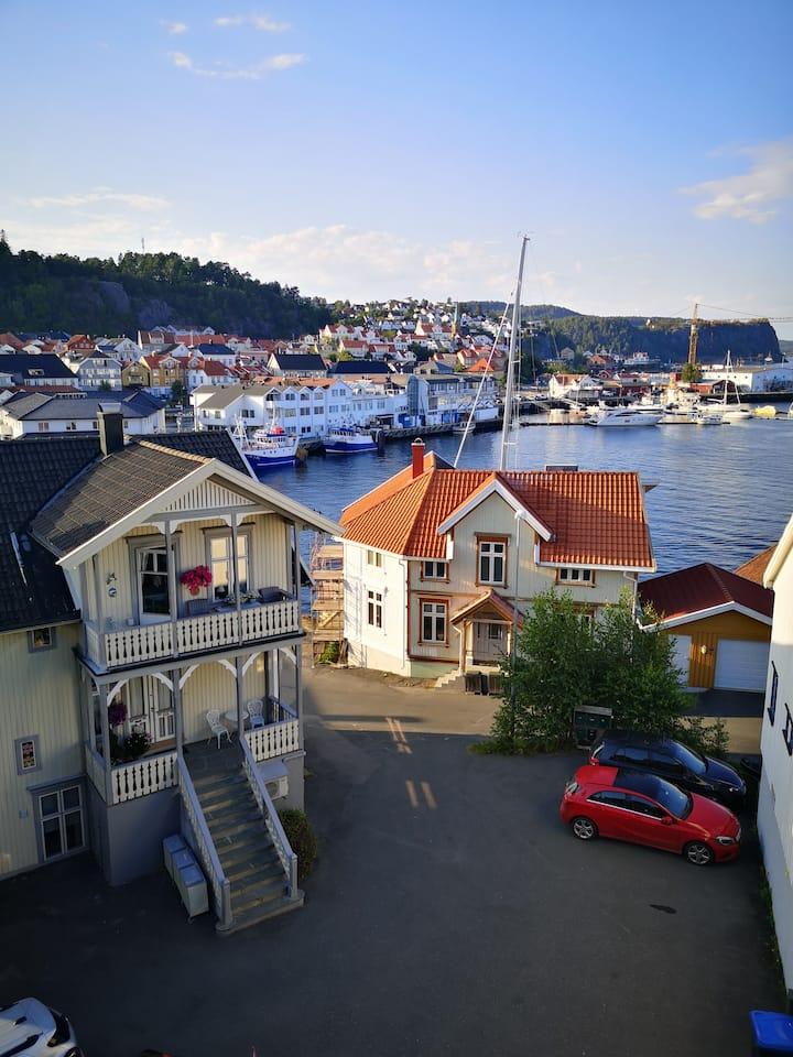 Kragerø 70 meter til sentrum...på Øya.
