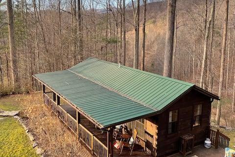 Fox Den - A Quaint & Private Mountain Escape