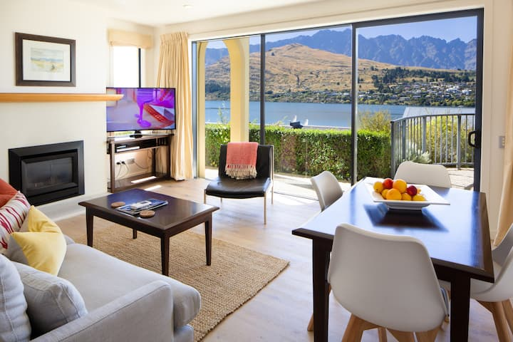 Lake View: VdL 1 Bedroom Corner Suite 19
