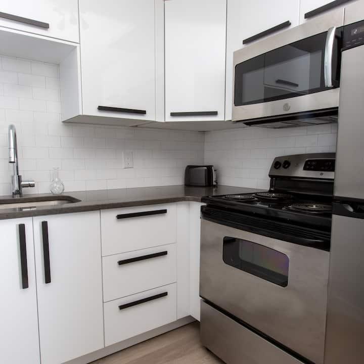 Sunny, Modern & Beautiful Dartmouth Apartment