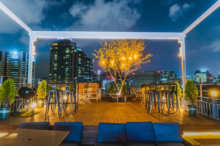 Two floor, Netflix, Rooftop Party, 5min Myeongdong