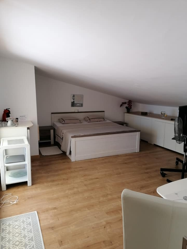 Zimmer mit Bad - Meerblick und Terrasse