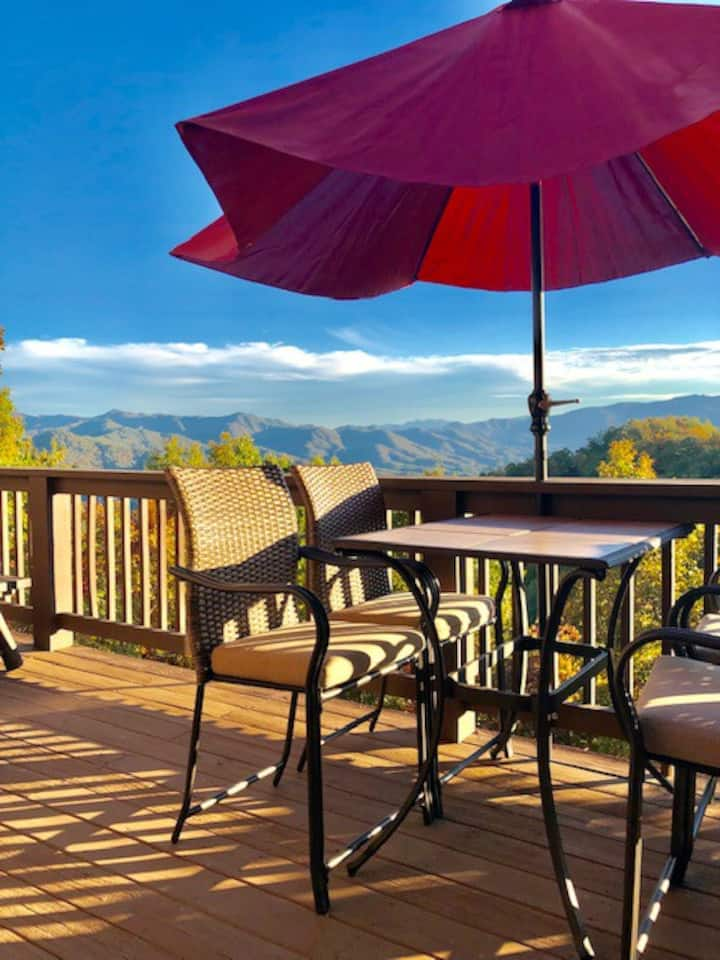 Above It All Cabin w/ Pool Table WiFi (New Rental)