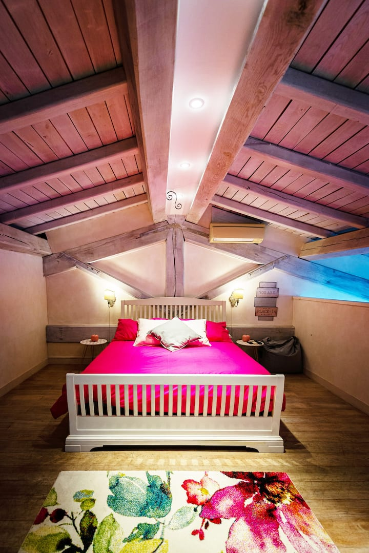 PINK Junior Suite in Domus Petra Villa