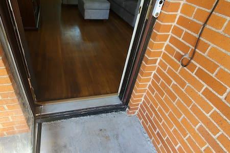 मेहमानों के लिए चौड़ा प्रवेश द्वार