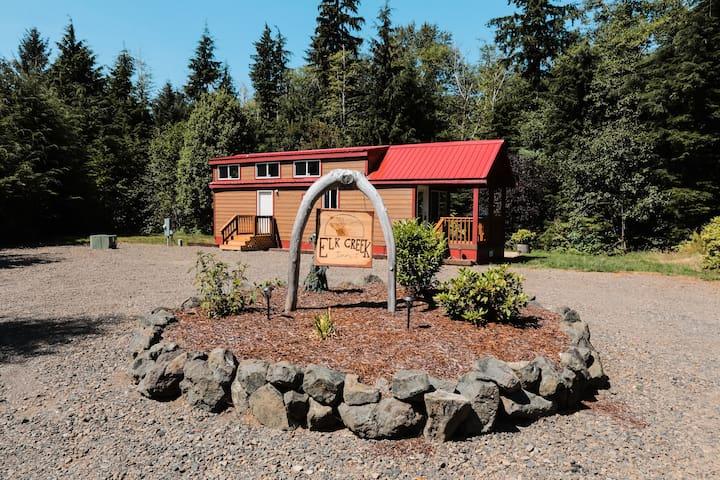 Elk Creek Inn: Your creek side retreat.