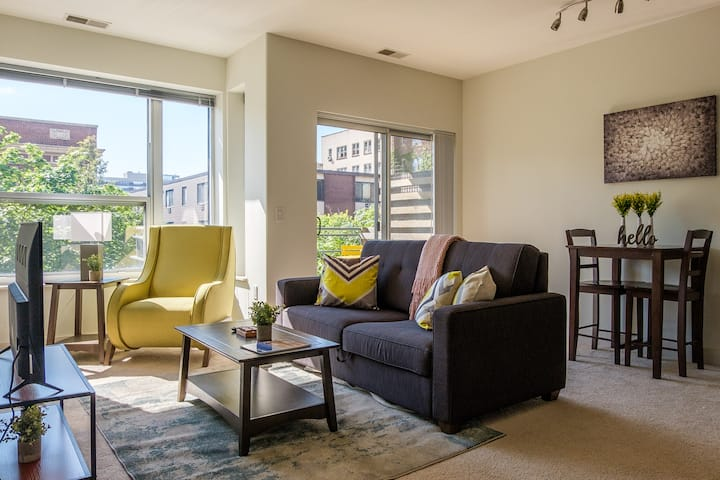 Comfortable East Town 1BR Apt