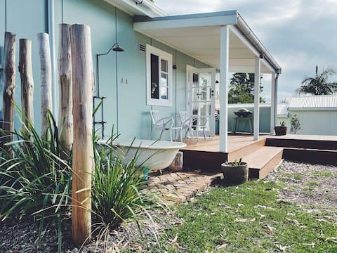 Drop In - Beautifully restored 1950's beach shack