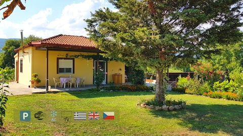 Country House with garden, AC, WiFi & parking