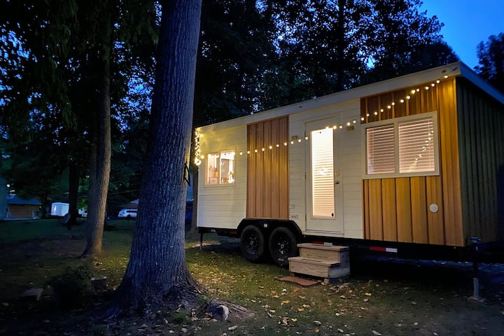 The Pretty Penny—Watts Bar Lake Premier TINY HOME