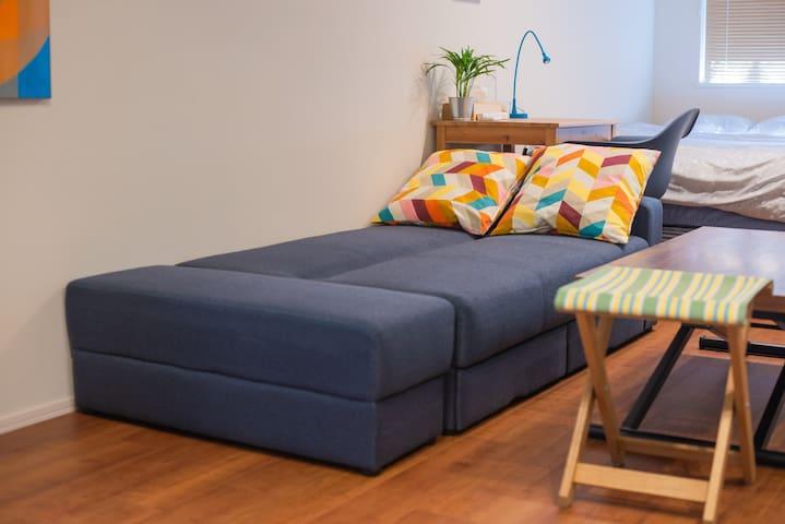 ソファは、ソファベッドになるので、ゆったり寝れます。