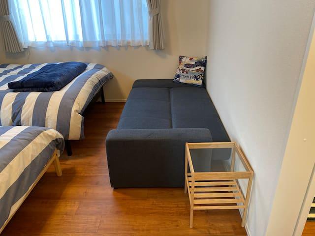 ソファベッドを広げると広々ベッドになります!