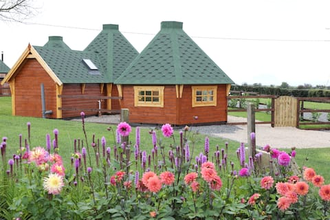 Pheasant Cottage & Hot Tub, Adults Only Over 25yrs