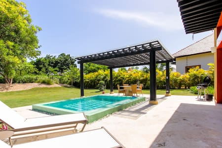 Spectacular 1BR Bungalow with private pool and BBQ