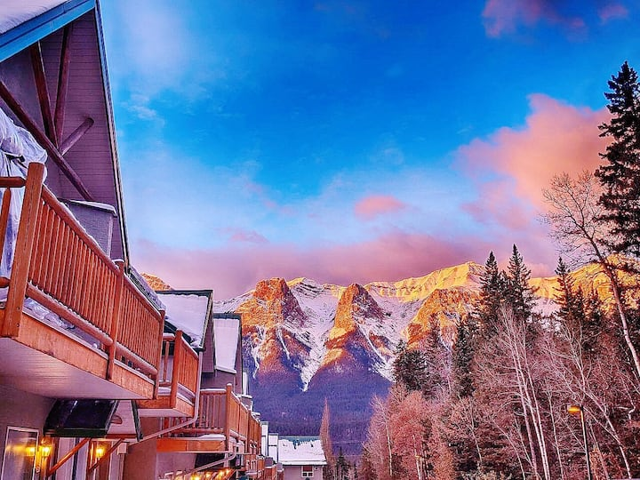 Scenic Banff Gate 2-Sty Townhouse(3BD/2BA/6 PPL)