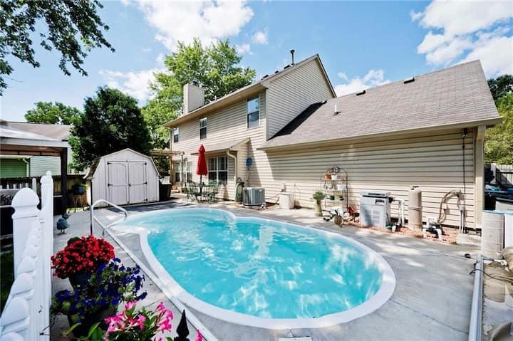Convenient Home w/ Pool near Arpt/IMS/Downtown