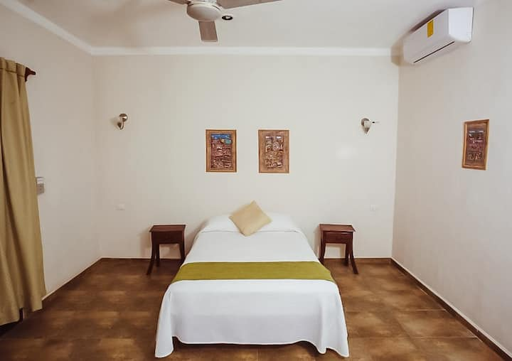 Low budget Room for 2 in the middle of Tulum Town