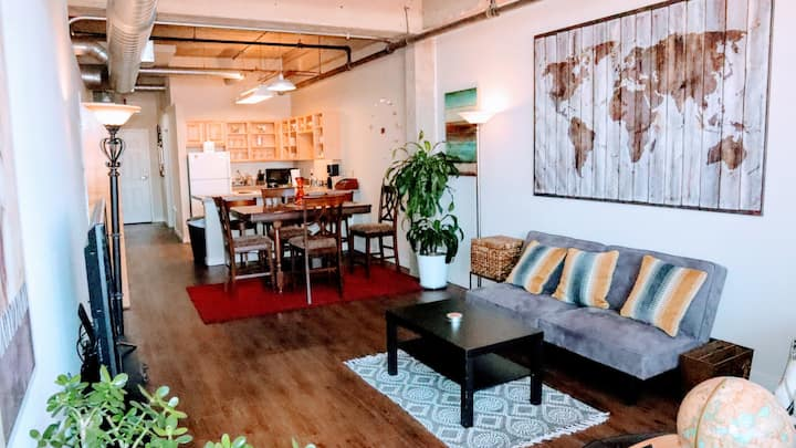 Cool loft, ❤ of DT near River Mkt, streetcar, P&L