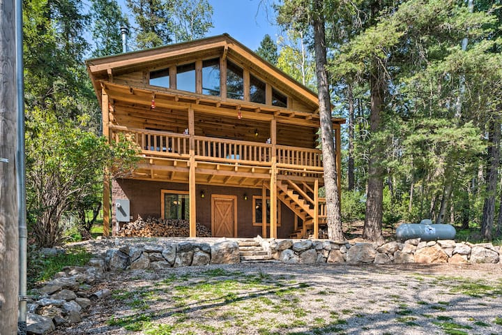 Bear Paw Cabin with forest & wild life view.