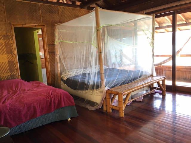 Quarto #3: Duas camas tamanho queen. Esse quarto fica no segundo andar.