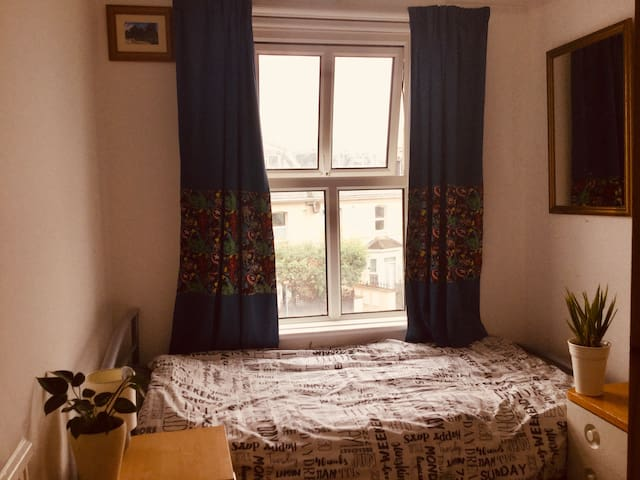 Awesome location, room in Bournemouth town centre!