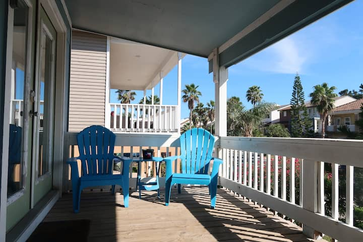 Beach House for the family; Patio, pool, & more!