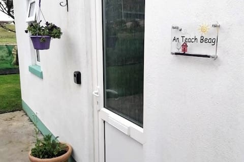 An Teach Beag Glencolmcille, little home from home