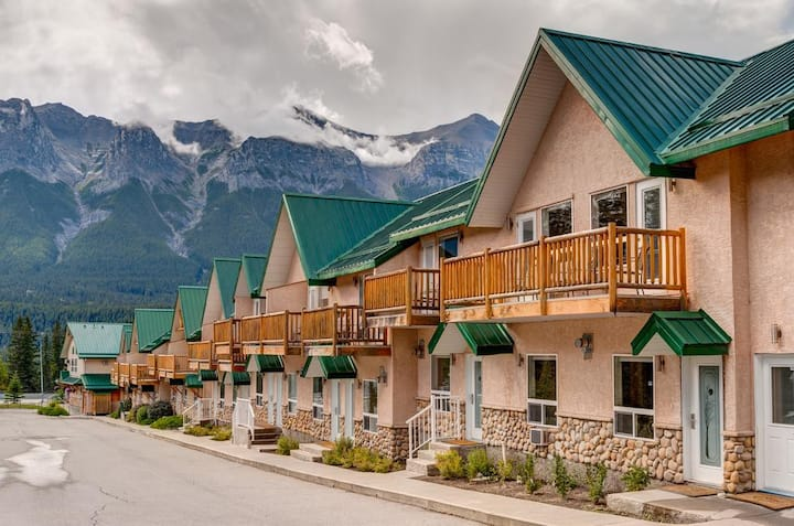 Rocky Mountain Townhouse by Banff 2BR/2BA/6PPL/Pet