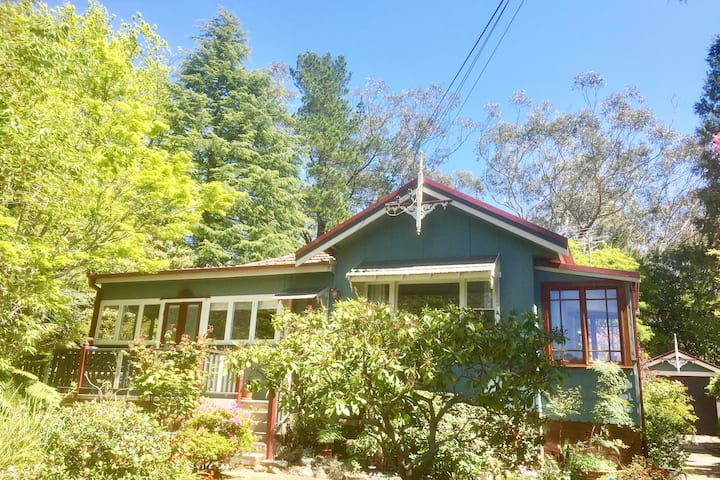 Rose Cottage New! Walk 3 Sisters Private-Quiet St.