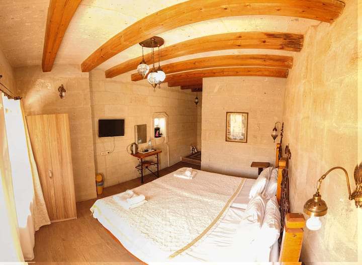 Angel Cave Suite-stone suit twin room balkony