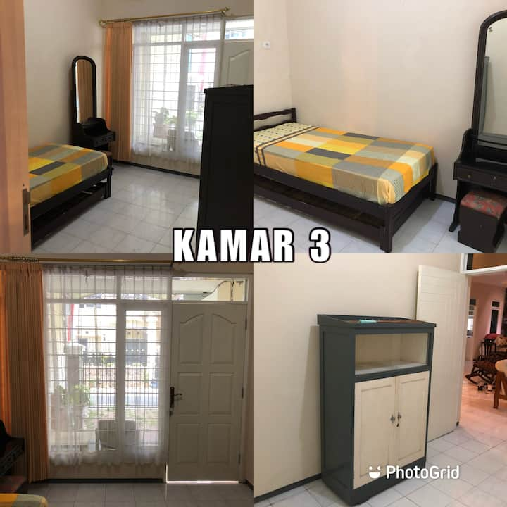 Private Twin Bedroom in the Heart of Malang City