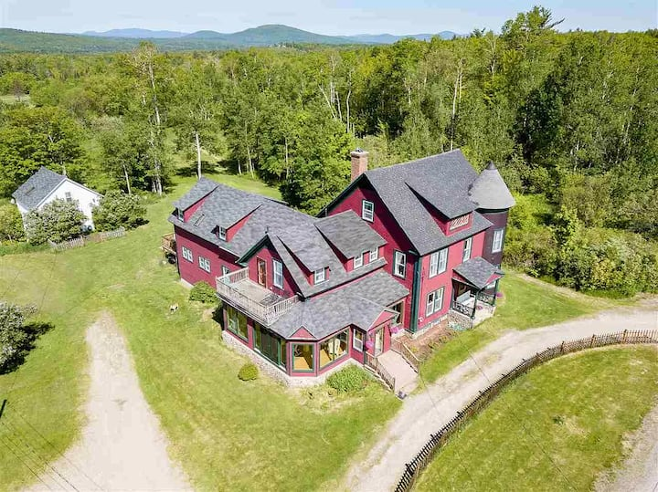Historical White Mountains 11 Bedroom 8 Bath Home!