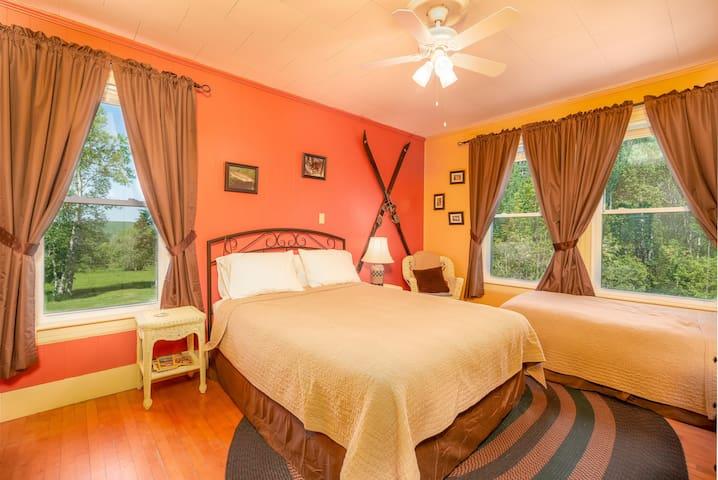 Bedroom 4 - Granite Hills - 1 Queen + en-suite bathroom