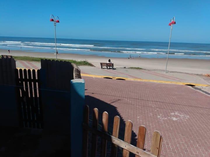 Kit net 5 pessoas frente com a praia ótimo preço