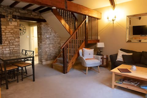 THE HAY BARN - Near Bath - Private - Rural