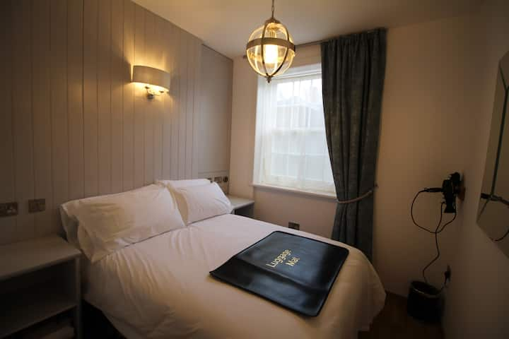 Suite 1 in Canterbury centre, kitchen and laundry