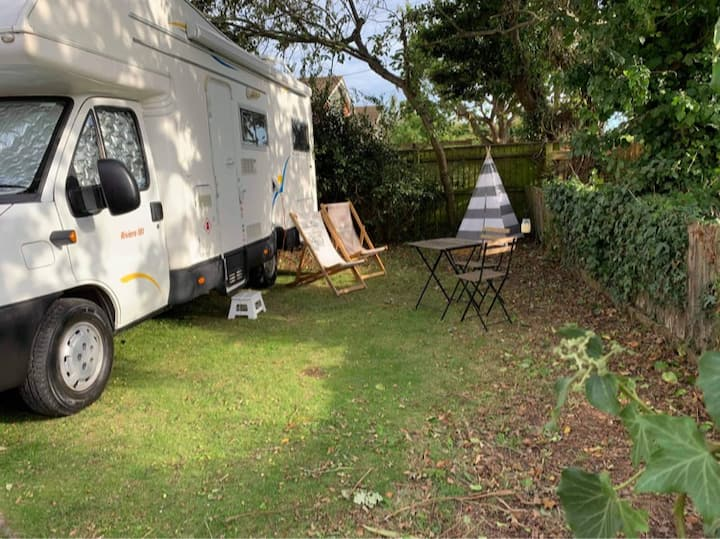 Monty.. Glamping with New Forest campsite included
